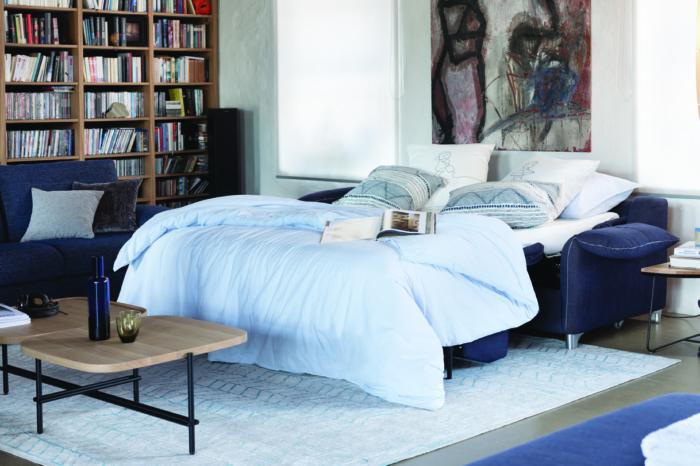 Schlafzimmer, Bett, Bücherregal, Teppich