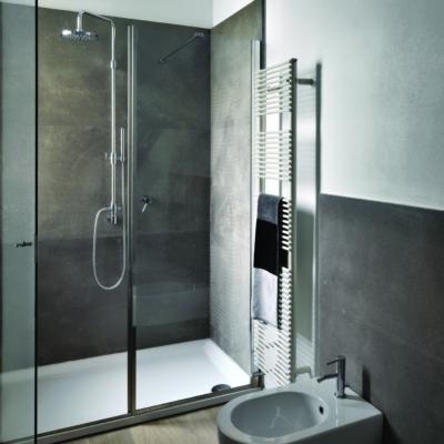 Badezimmer in Grautönen