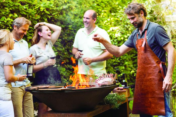 Outdoor-Kochen mit Freunden