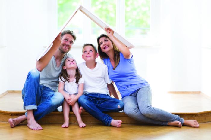 Symbolbild, Eltern mit zwei Kindern